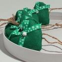 Zöld karácsonyi  filc díszek, Dekoráció, Karácsonyi, adventi apróságok, Ünnepi dekoráció, Karácsonyfadísz, Zöld színű filcből készültek, 6 cm hosszúak , zöld hópehely mintás ripsz grosgrain szalagg..., Meska