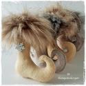Bohókás mikulás csizmák, Vajszínű és beige melír filcből készültek ....