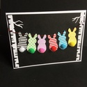 Pomponos húsvéti nyuszifűzér, képeslap, csíkos, kockás, Húsvéti díszek, Mindenmás, Naptár, képeslap, album, Képeslap, levélpapír, Nyuszifűzér képeslapot készítettem csíkos és kockás kartonból, vegyes technikával nem csak..., Meska
