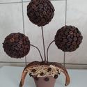 Virág kávéból, Otthon & Lakás, Dekoráció, Dísztárgy, Mindenmás, Virág alakú, kézzel ragasztott, kávébabbal bevont termék.  Mérete 25-30 cm magas.  Gömb átmérője:7c..., Meska