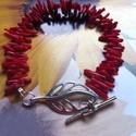 Őszi levél ! Korall karkötő., Ékszer, óra, Karkötő, Korall karkötőt készítettem minimál stílusban,egy szép levél T-kapcsot raktam a végére !  ..., Meska