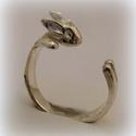 Nyuszi gyűrű, Ékszer, Képzőművészet, Gyűrű, viaszból mintáztam és utána fémből kiöntettem a gyűrűt  állítható méretű, Meska