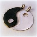 Ezüst yin-yang páros medál, Ékszer, Képzőművészet, Medál, Ékszerkészítés, Ötvös, egy láncra és 2 külön láncra is tehető medál   átmérője kb 2 cm  jelenleg nincs belőle kész darab, ..., Meska
