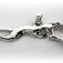 Futó agár medál, Ékszer, Képzőművészet, Medál, Egyedileg, kézzel viaszból mintázott, utána 925-ös ezüstből kiöntött medál  kb 3,5 cm széles..., Meska