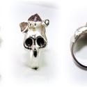 Ezüst koponya gyűrű ametisztel, Ékszer, Képzőművészet, Gyűrű, Viaszból mintázom meg a gyűrű alapját, utána ezüstből kiöntetem, majd a foglalatokat ráforrasztom.  ..., Meska