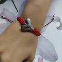 Szerelem  !makramé karkötő bordó, Ékszer, Szerelmeseknek, Karkötő,   Makramé karkötőt készítettem .,viaszolt szálból.  Nagy méretű szívvel.  Mérete szabály..., Meska