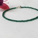 Pozitív gondolatokat támogató Smaragd karkötő, Minimalista, 2mm-es fazettált smaragd szemekből ...