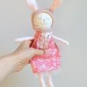Vintage  Nyuszika horgolt sapkában ELLA, Játék, Baba, babaház, Báb, Játékfigura, Újrahasznosított alapanyagból készült termékek, Varrás, Kis puha nyuszilány hímzett arcocskával mosolyog Rád.  Nagyon szeretnivaló kis barát.  Rózsaszín vi..., Meska