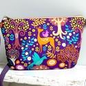 Forest Fantasy válltáska , Táska, Válltáska, oldaltáska, Egy mesés lila erdei mintás pamutvászonból és a hátulját lila textilbőrőből terveztem ennek a táskán..., Meska