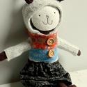 Nyuszika horgolt sapkában- POPPI, Játék, Baba, babaház, Báb, Játékfigura, Kis puha nyuszika hímzett arcocskával mosolyog Rád.  Uniszex színek.  Kapucnis pulcsija és kis virág..., Meska