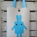 """""""Kéknyúl"""" táska, Táska, Szatyor, Válltáska, oldaltáska, Natúr színű vászonra applikáltam filcből a nyulat, 0,5 cm-es szivaccsal béleltem. Mérete: 30 X 39 cm..., Meska"""