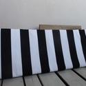 Fekete-fehér szivacspárna padra, Otthon, lakberendezés, Lakástextil, Párna, Varrás, Fekete-fehér csíkos erős szövetből készült párna ülőpadra. Mérete: 85x29 cm. A szivacs 5 cm vastag...., Meska