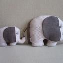 Ebony and Ivory, az elefántcsalád, Baba-mama-gyerek, Játék, Gyerekszoba, Játékfigura, Elefánt anyuka és gyermeke pöttyös beige-barna variációban. Méreteik: nagy elefánt: 26x20 cm, kis el..., Meska
