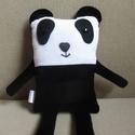 Panda Peti, Játék, Játékfigura, Plüssállat, rongyjáték, A baglyok és tacskók után pandacsalád is születőben van. Első tagja az ölelgetnivaló Panda Peti. Mag..., Meska