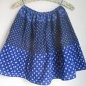 Kékfestő szoknya három mintával (2.), Ruha, divat, cipő, Gyerekruha, Kamasz (10-14 év), Kékfestő mintájú lányka szoknya.  Érdekessége, hogy háromféle kékfestő anyagból készült, amelyek rán..., Meska