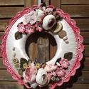 Kopogtató rózsaszín, Otthon, lakberendezés, Ajtódísz, kopogtató, Horgolás, Virágkötés, Egyedi kopogtató, melynek maga az alapja is általam készült. A kopogtató átmérője 23 cm. A kopogtat..., Meska