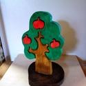almafa, Dekoráció, Játék, Fajáték, Készségfejlesztő játék, Famegmunkálás, Festett tárgyak,  fából készült alma fa kivehető gyümölcsökkel. Bioolajjal van színezve. gyermekek és játékos felnőt..., Meska