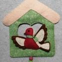 Ajtódísz - madárkás, Otthon & Lakás, Dekoráció, Ajtódísz & Kopogtató, Varrás, Gyapjúfilcből kézzel varrt házikó, melynek lakója egy kismadár. Sodrott zsinórral akasztható fel az..., Meska