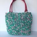 Horgolt táska zöld pöttyös pólófonalból