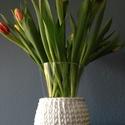 Váza horgolt dekorációval, Fehér fettuccia fonallal dobtam fel ezt az üvegv...
