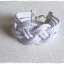 Fehér zsinór karkötő, Ékszer, Karkötő, Kellemes fehér színű zsinór karkötő A karkötő teljes kerülete : 16 cm + lánchosszabbító ..., Meska