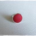 piros gyűrű, Ékszer, óra, Gyűrű, Piros bőrrel díszített gyűrű Mérete állítható , a foglalat átmérője 16mm, Meska