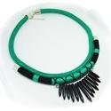 Smaragdzöld-fekete fonal nyakék