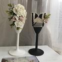 Esküvői pezsgős pohár fehér-fekete, Esküvő, Esküvői dekoráció, Nászajándék, Gyurma, űrtartalom:21cl Férfi pohár: beige csipke,csokornyakkedő, hozentroger Női pohár:beige csipke,virágo..., Meska