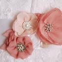 menyasszonyi öv, ruhadísz rózsaszínben, Esküvő, Hajdísz, ruhadísz, Menyasszonyi ruha, Esküvői ékszer, Varrás, A menyasszonyi öv mérete 7 x 13 cm, 3 méter hosszú és 5 cm széles szaténszalagra rögzítve. A termék..., Meska