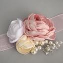 Rózsa és krém színű esküvői karkötő, koszorúslány csuklódísz, Esküvő, Hajdísz, ruhadísz, Menyasszonyi ruha, Esküvői ékszer, Varrás, A csuklódíszek 7 x 9 cm méretű. Szaténból és csipkéből készült, gyöngyökkel és strasszokkal díszítv..., Meska
