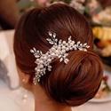 Esküvői fejdísz sok gyönggyel, kristállyal, Ékszer, óra, Esküvő, Esküvői ékszer, Hajdísz, ruhadísz, Ékszerkészítés, Gyöngyfűzés, A fejdísz közepére rengeteg gyöngy került, s ebből kristály ágak ingáznak szét. Mérete körülbelül: ..., Meska