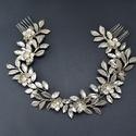 Ezüst színű koszorú, Ékszer, Esküvő, Esküvői ékszer, Hajdísz, ruhadísz, Gyöngyfűzés, Hatalmas rombusz kristályokkal, ezüst színű virágokkal és levelekkel készült koszorú. Ez a fejdísz ..., Meska