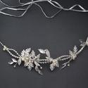 Strasszos leveles koszorú, Ékszer, Esküvő, Esküvői ékszer, Hajdísz, ruhadísz, Gyöngyfűzés, Ez a fejdísz ezüst színű kristályokkal és levelekkel készült. Két végén hurok került kialakításra, ..., Meska