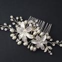 Esküvői gyöngyös fésű, Ékszer, Esküvő, Esküvői ékszer, Hajdísz, ruhadísz, Gyöngyfűzés, Gyöngyből és kristállyal kirakott virágokból és levekből készült, fésűre rögzített menyasszonyi fej..., Meska