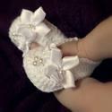Horgolt baba  cipő újszülött mérettől , Baba-mama-gyerek, Ruha, divat, cipő, Gyerekruha, Baba (0-1év), Horgolás, Kézzel készült horgolt  baba cipő . Szatén virágokkal, és tekla gyöngyökkel díszített    Rendelhető..., Meska