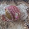 Újszülött  kötött sapka 0-2 hó , Baba-mama-gyerek, Ruha, divat, cipő, Hajbavaló, Hajpánt, Újszülött kézzel kötött babasapka fotózásra   Mérete : 0-2 hó Anyaga: Baba barát moher fo..., Meska