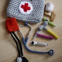 Horgolt orvosi táska, Játék, Készségfejlesztő játék, Plüssállat, rongyjáték, Horgolás, Varrás, Orvosi táska kis doktoroknak.  Minden benne van, ami a gyógyításhoz kell. Vérnyomásmérő, sztetoszkó..., Meska