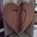 Szív alakú könyvszobor számmal , Dekoráció, Otthon, lakberendezés, Esküvő, Szív alakú mintával készítem ezt a könyvszobrot, a szívben a kívánt szám, vagy dátum ábr..., Meska