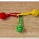 Piros, sárga, zöld - rágóka, Baba-mama-gyerek, Játék, Baba játék, Készségfejlesztő játék, Horgolás, Piros, citromsárga és zöld pamutfonállal körbehorgolt fagolyók együtteséből áll ez a rágóka. A háro..., Meska