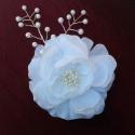 Nagy fehér hajdísz, Esküvő, Hajdísz, ruhadísz, Mindenmás, A hófehér selyemszirmú virág közepe ragyogó bibék és gyöngyök.Ezek ismétlődnek az ágacskákon is.Egy..., Meska