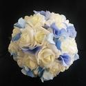 Kék hortenzia menyasszonyi csokor, Esküvő, Esküvői csokor, Virágkötés, A csokrot krémszínű rózsából és égszínkék hortenziából kötöttem.A csokorszoknyát zöld levelek képez..., Meska