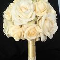 Krém menyasszonyi csokor, Esküvő, Dekoráció, Esküvői csokor, Virágkötés, A trmék készen áll,várja a menyasszonyt.  Természetes hatású nagy selyem rózsával ás egy árnyalatny..., Meska