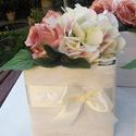 Asztaldísz,virág doboz,ajándék, Esküvő, Esküvői csokor, Esküvői dekoráció, Újrahasznosított alapanyagból készült termékek, Virágkötés, 14 cm oldalú karton dobozt készítettem.Kibéleltem kartonnal és polisztirénnel.Bevontam dekor papírr..., Meska