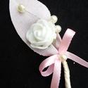 Púder színű bokréta, Esküvő, Hajdísz, ruhadísz, Mindenmás, Virágkötés, Fixált pamut anyagból készült a levél,a virág fehér habrózsa , díszítése gyöngy és masni. Magassága..., Meska