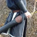 Fekete-barna Hun tegez vésett, poncolt Griff motívummal , Táska, Divat & Szépség, Férfiaknak, Magyar motívumokkal, Hagyományőrző ajándékok, Horgászat, vadászat, Alj: kör alakú 7cm átmérő, 2cm vastag fenyő Teteje átmérő: 9,5cm Magasság: 54cm Befogadóképesség: 20..., Meska