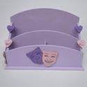 Színházjegy tartó doboz, Otthon, lakberendezés, Tárolóeszköz, Doboz, Festett tárgyak, 25x17x9 cm fa doboz, színházi maszkkal dekorálva, 4 rekesszel. Alkalmas színházjegyek tárolására, 4..., Meska
