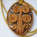 Barna életfa  - medál süthető gyurmából, Ékszer, Medál, Nyaklánc, Süthető gyurmából készült ovális alakú, keretes medál. Mérete: 4,8x6,2 cm. Hasított bőrszálat kapott..., Meska