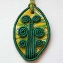 Zöld életfa  - medál süthető gyurmából, Ékszer, Medál, Süthető gyurmából készült ovális alakú, keretes gyurmamedál életfa-motívummal. Mérete: 4,2x7 cm. Has..., Meska