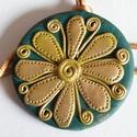 Kerengő medál, Ékszer, Medál, Nyaklánc, Sötétzöld és enyhén zöldbe játszó aranyszín FIMO ékszergyurmából készítettem ezt a kerek medált, átm..., Meska