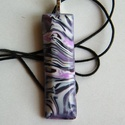 Orgona medál, Ékszer, Medál, Nyaklánc, Fehér, rózsaszín és sötétlila FIMO ékszergyurmából készítettem ezt a keskeny, hosszú  (1,7 x 5,6 cm)..., Meska